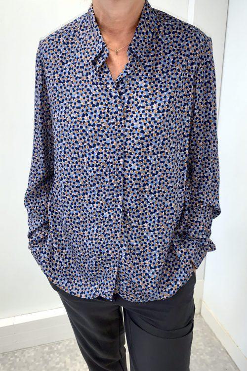 chemisier adapté senior facile à enfiler et à fermer habillage seul Charlotte imprimé bleu vue devant