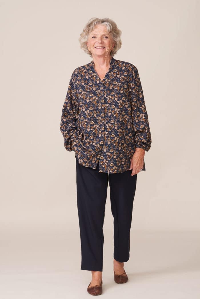 forestime vetement senior silhouette tunique thelma imprimé marine et pantalon pauline marine