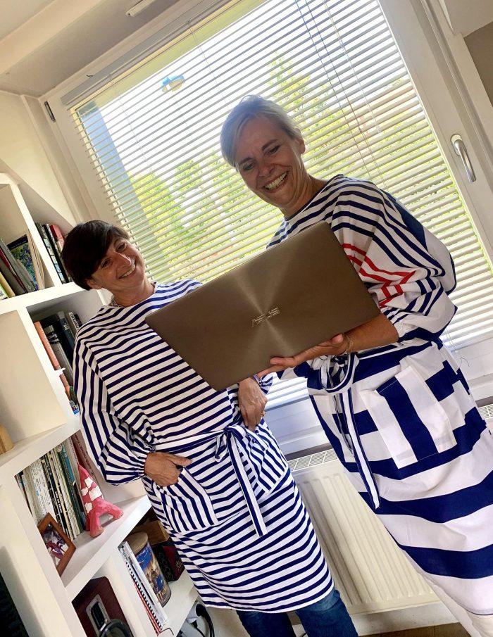 surblouses lavables en tissu rayé marine blanc La Marinière et La Bleu Blanc Rouge vue portée sur femme