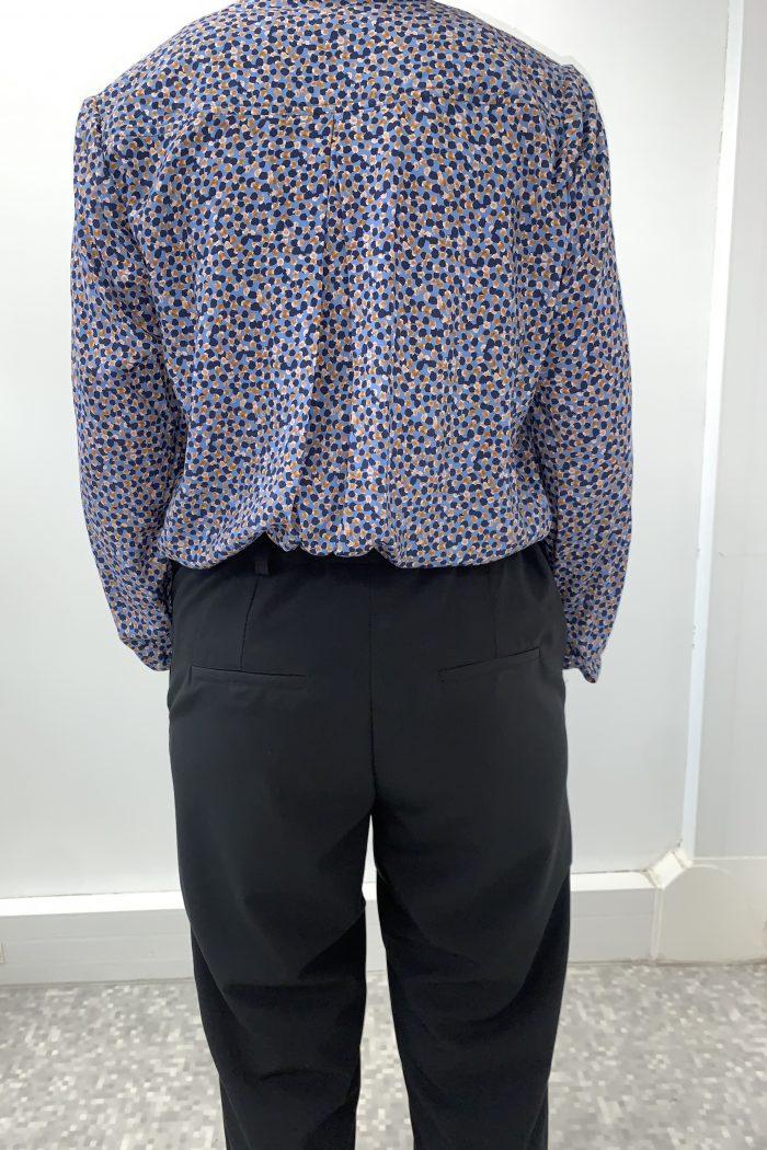 pantalon Pauline adapté pour les seniors facile à enfiler et à fermer coloris noir vue de dos