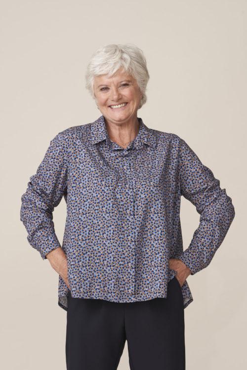 vêtement pour seniors facilitant habillage par un aidant