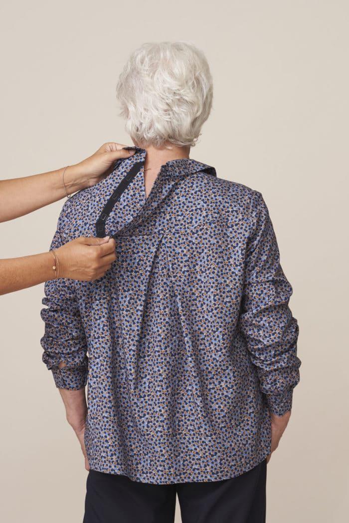 chemisier chic pour senior dépendant habillage facile fermeture par aimants