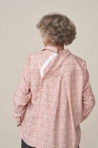 forestime vetement senior adapté chemise clara rose ouverture dos facilitant habillage par un aidant