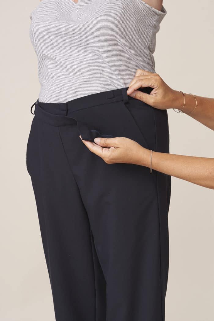 pantalon adapté large ouverture pour faciliter habillage et change