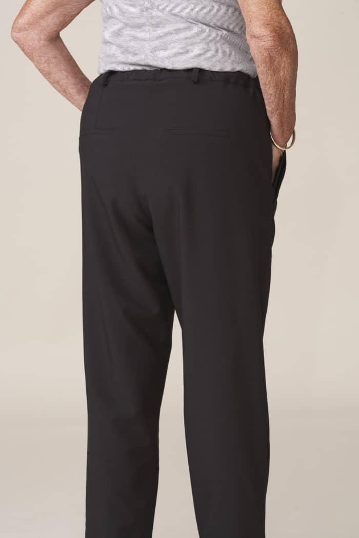 pantalon adapté senior chic et facile à enfiler par aidant