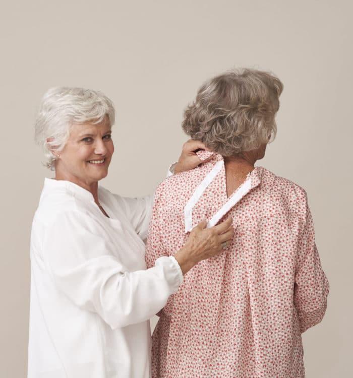 vêtements adaptes pour seniors en perte d autonomie faciles à enfiler et à fermer