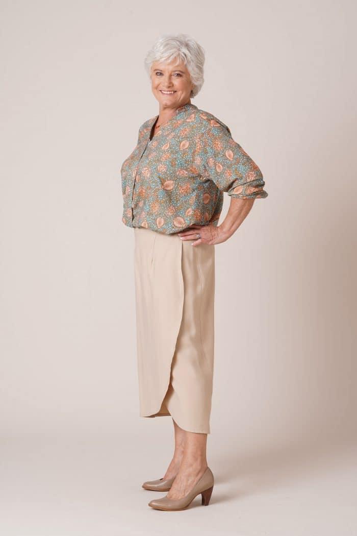 Tunique pour senior Thelma imprimé vert et jupe portefeuille julie beige