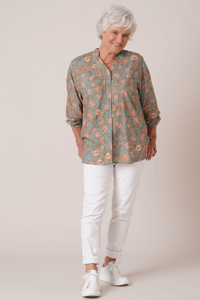 Tunique pour personne âgée Thelma imprimé vert sur pantalon blanc