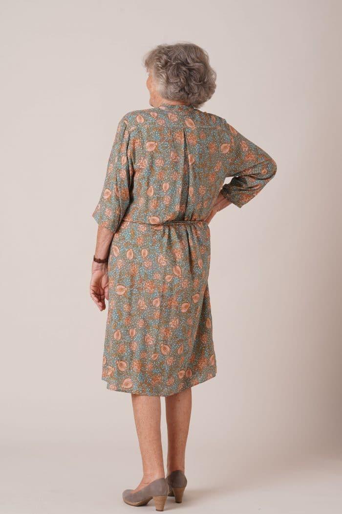 Dos de robe pour seniors Rosalie imprimé vert avec ceinture