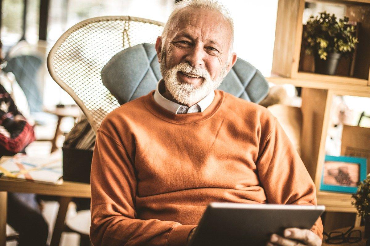 Personnes âgées autonomie vêtements et objets adaptés au quotidien élégant et chic